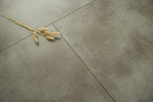 Interieurfoto Rigid Core Tile 8800 Beton Grey