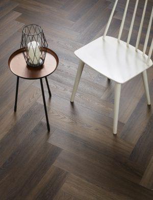 Interieurfoto-PVC-Ambiant-Spigato-Visgraat-Click-SRC-W.-Brown